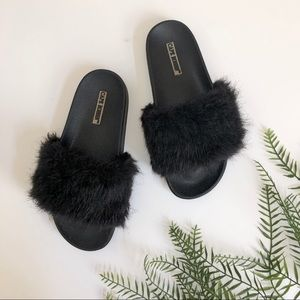 Cape Robbin • Black Fuzzy Slide Sandals